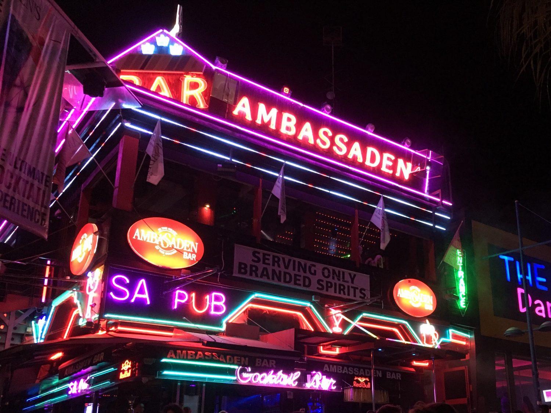 Eine der unzähligen Bars in Ayia Napa