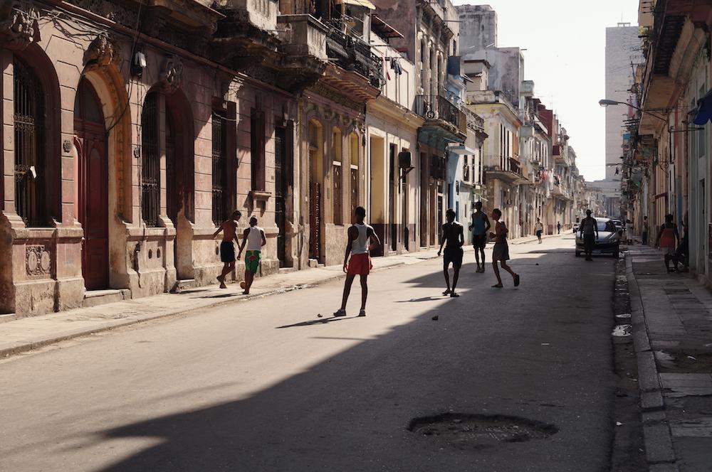Street-Sport in den Straßen Havanas