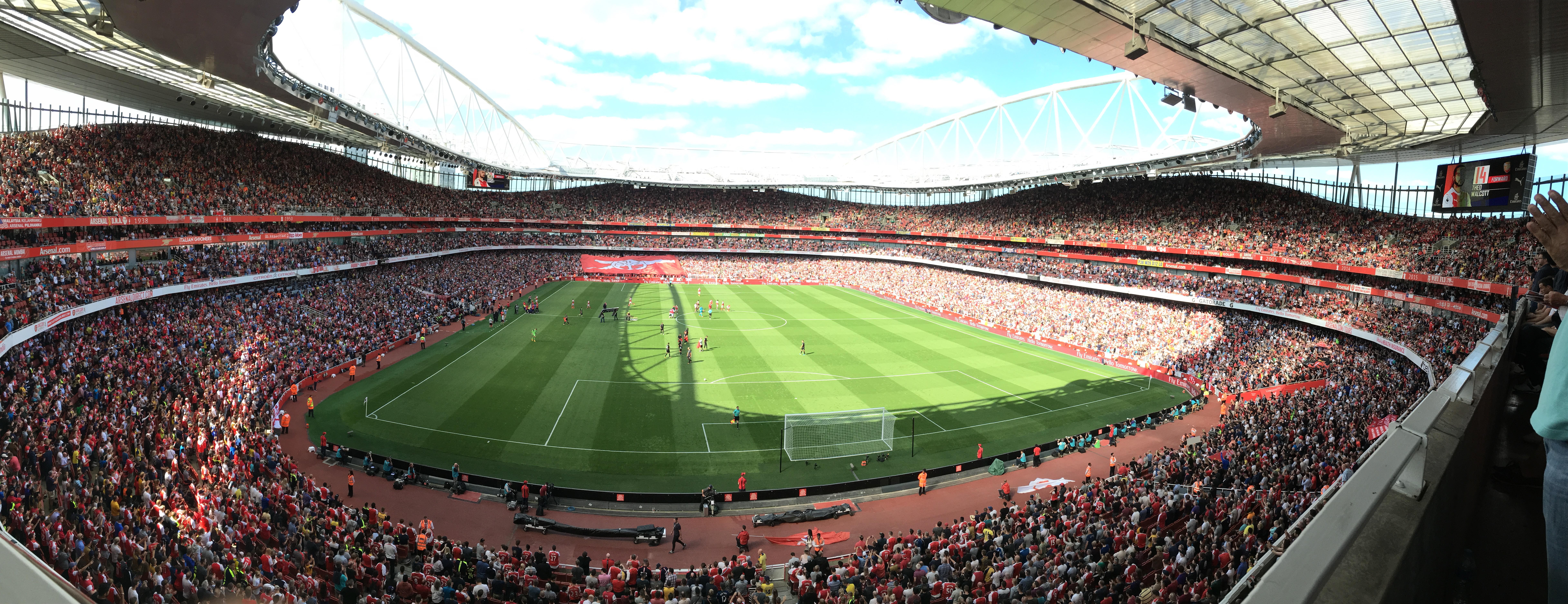 Panorama vom Inneren des Emirates Stadium