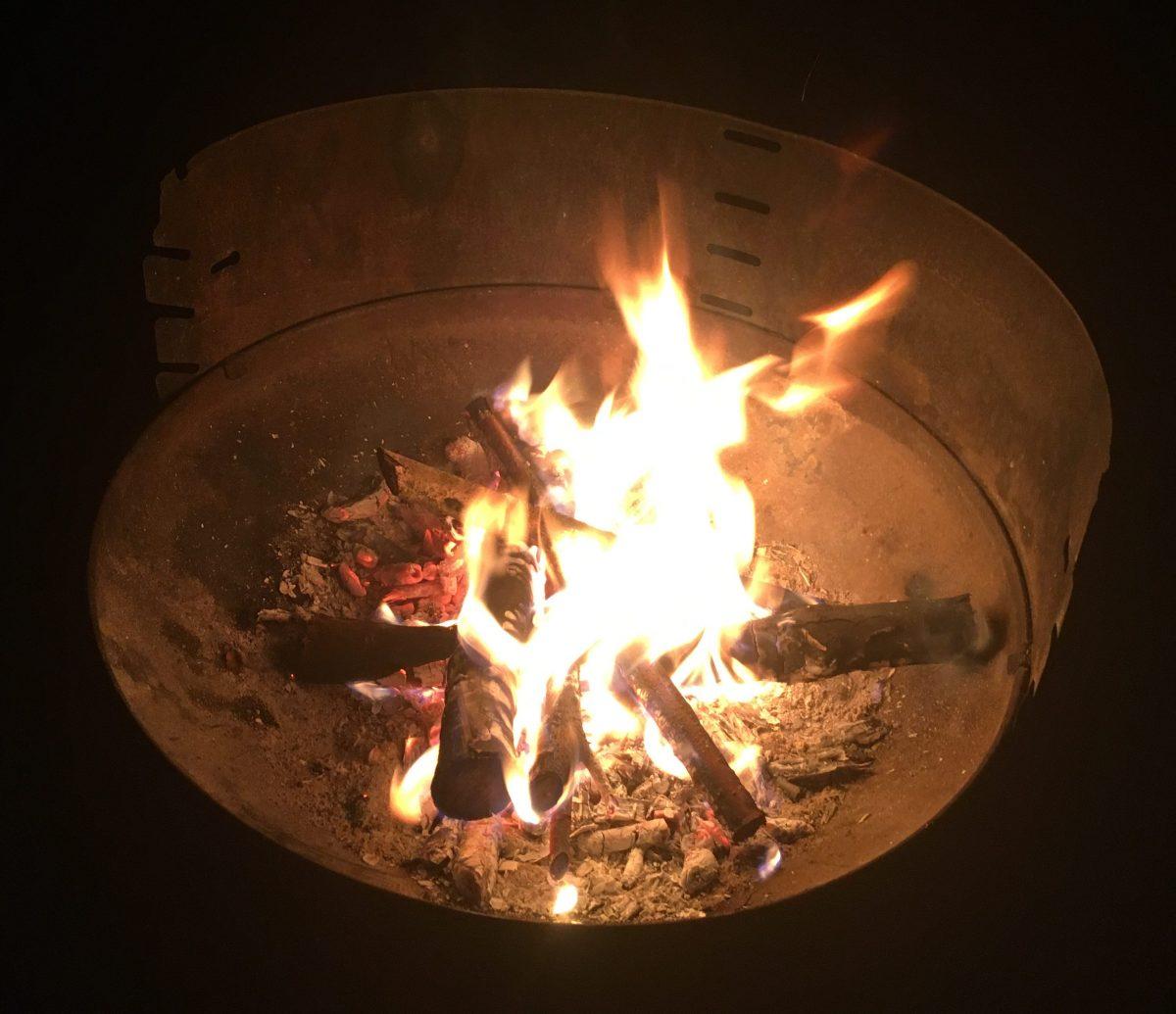 Ein offenes Feuer am Ufer darf nicht fehlen