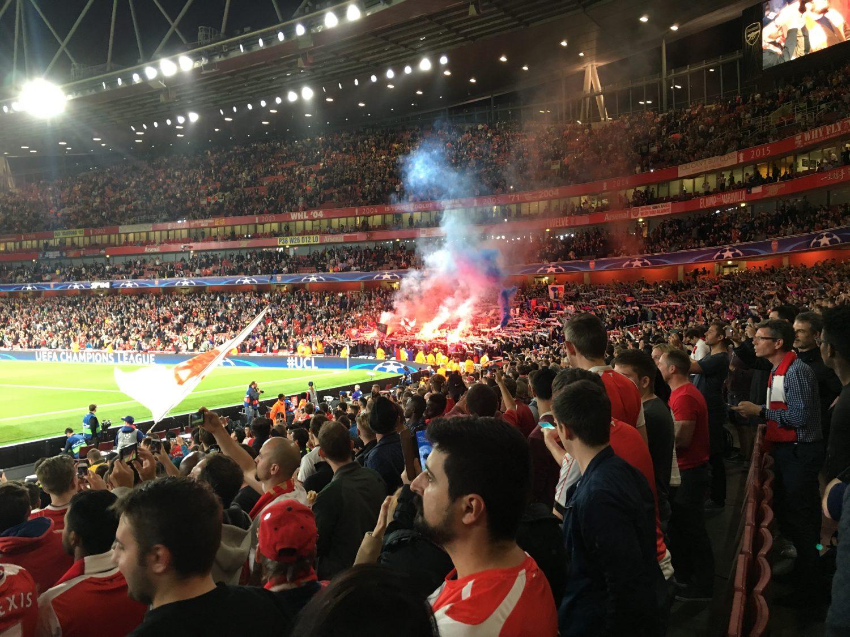 Baseler Fans ein wenig am ausrasten kurz vor dem Spiel