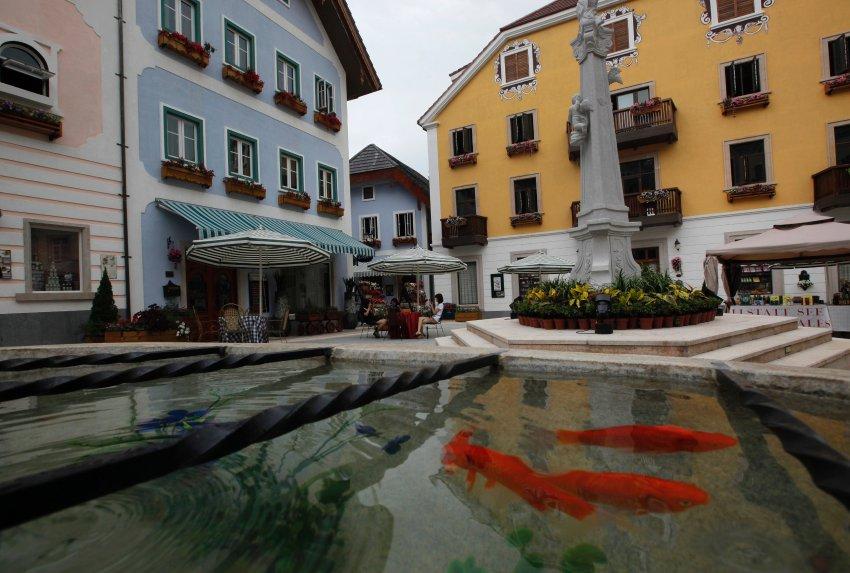 So sieht der Marktplatz im Nachbau in China aus (AP Photo/Vincent Yu)