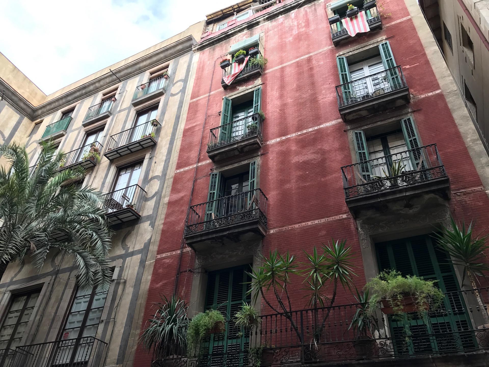 Eine der herrlichen Fassaden im Viertel El Born
