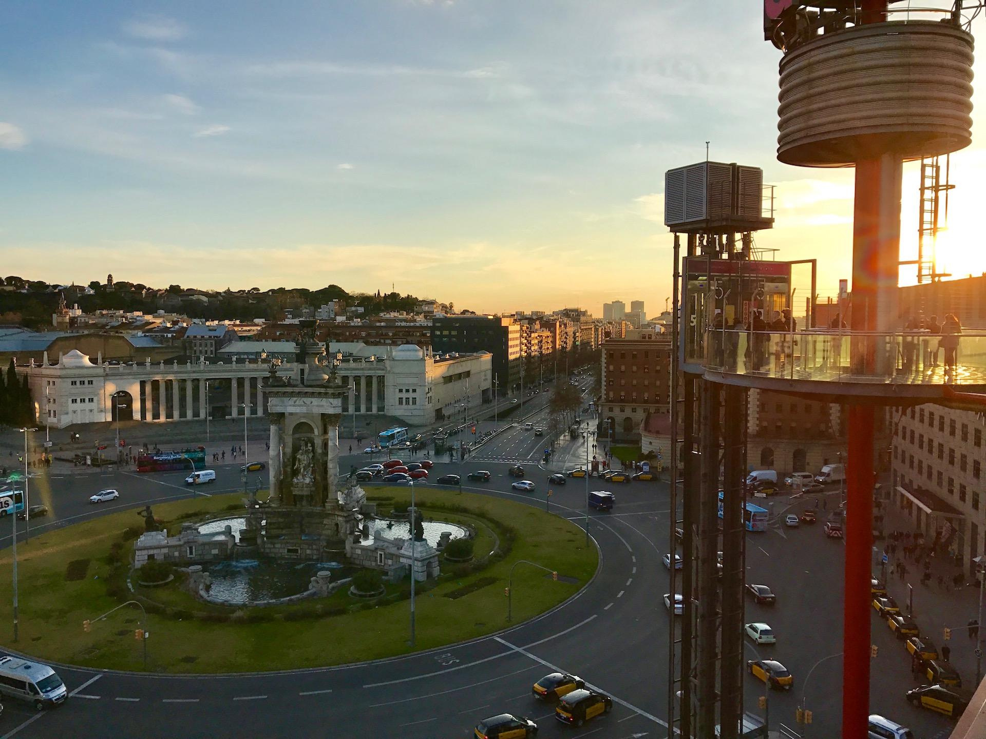 Der Plaça Espanya kurz vor dem Sonnenuntergang. Gut zu erreichen mit dem 10er Ticket!